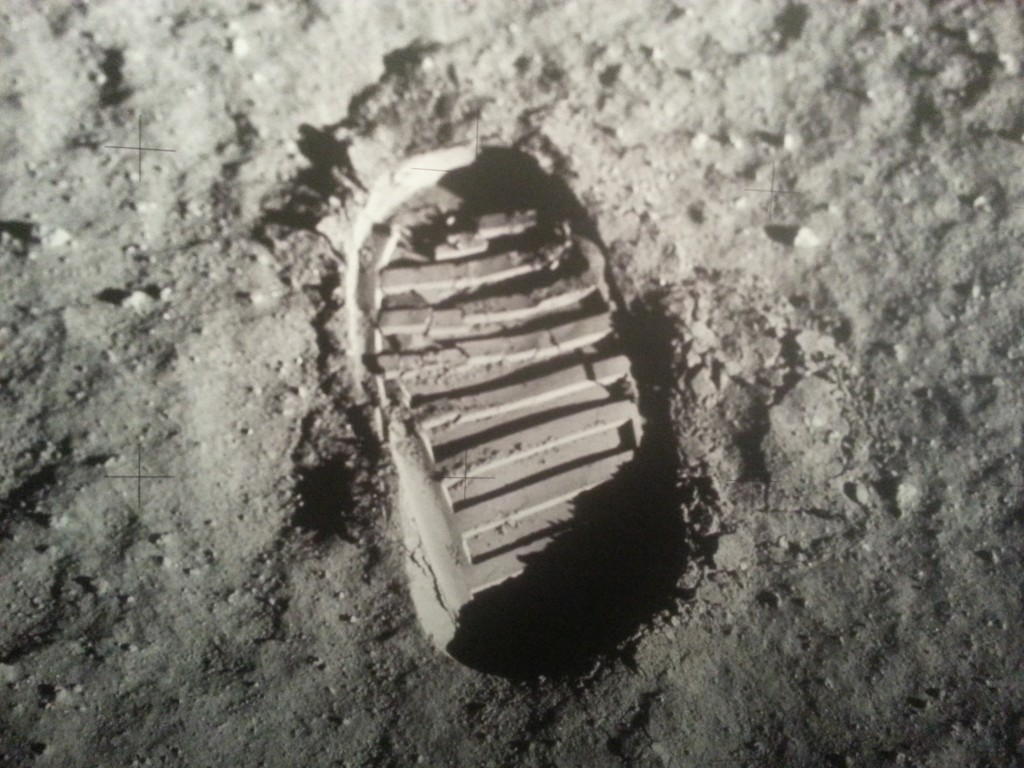 http://upload.wikimedia.org/wikipedia/commons/8/89/Apollo_11_bootprint.jpg
