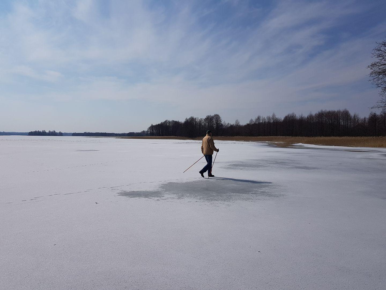 Sekmadienio žygis užšalusiais ežerais